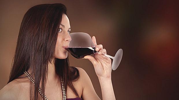 Более 10 процентов случаев ПМС связаны с привычками к употреблению алкоголя
